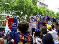 La rúa de FC Barcelona, may 2006, Barcelona. En Xavier, a young culé celebrates his heroes with Eto'o in the front of the truck.