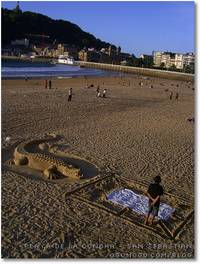 El cocodrilo de la playa de la concha de san sebastian-donostia