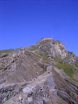 San Juan de Gaztelugatxe - bridge, stairs and the hermite