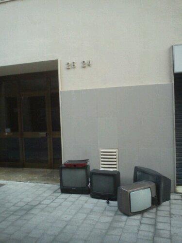 sokağa terkedilmişlik renkli tv
